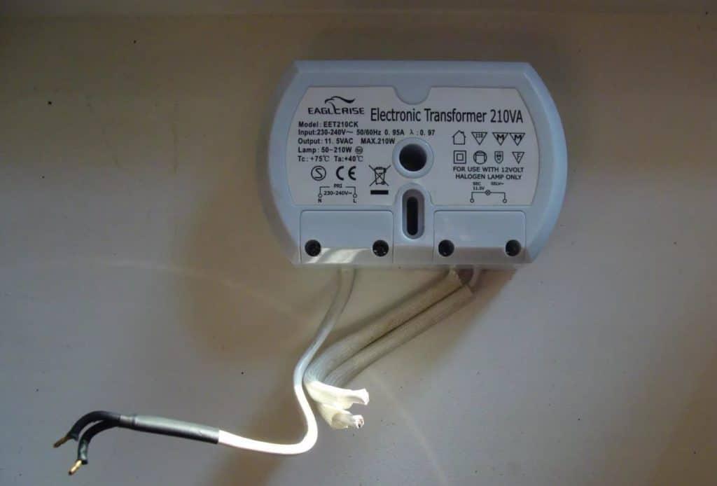 Проверяем исправность трансформатора для галогенных ламп