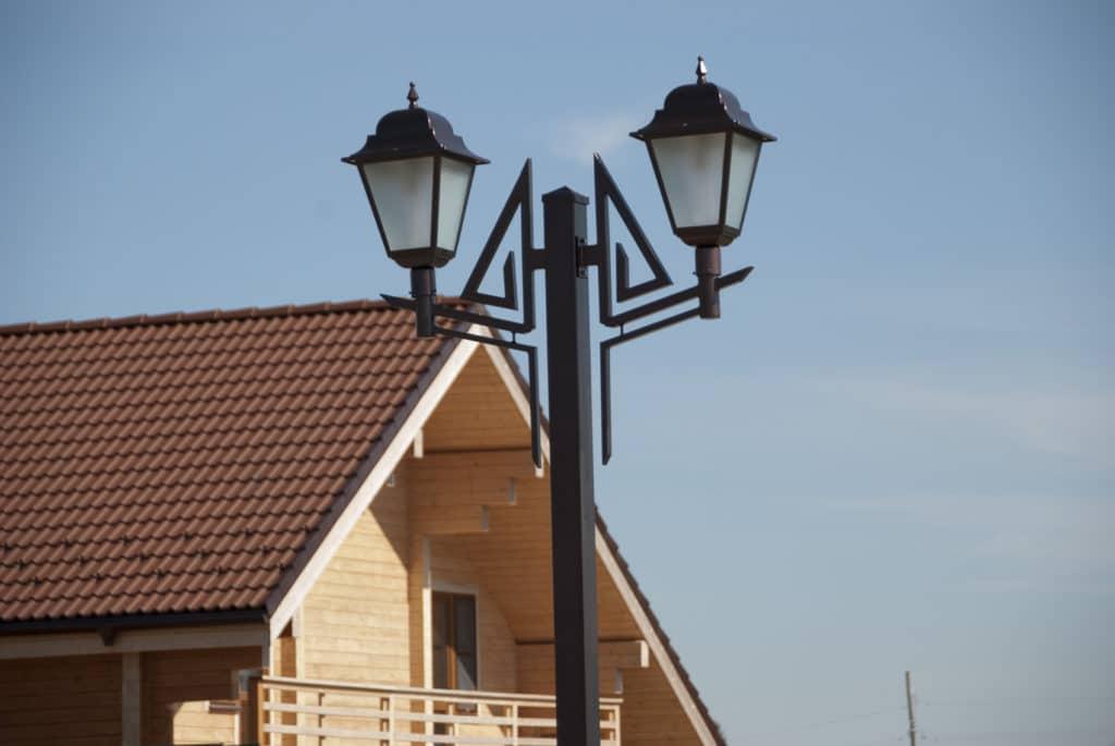 Фонарный столб для освещения технических зон