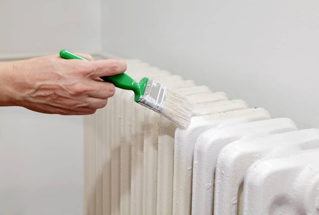 Как снять старую краску с батарей отопления: ряд способов реализации