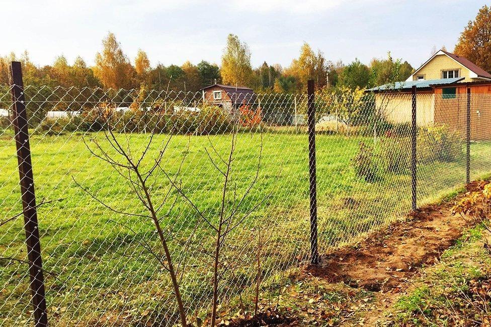 Качественный и недорогой забор из сетки-рабицы